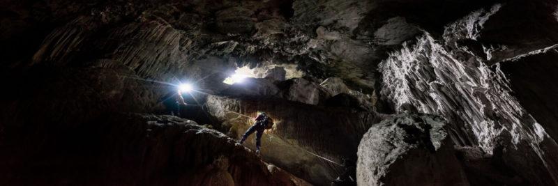 Climbing down into Son Doong Cave Vietnam