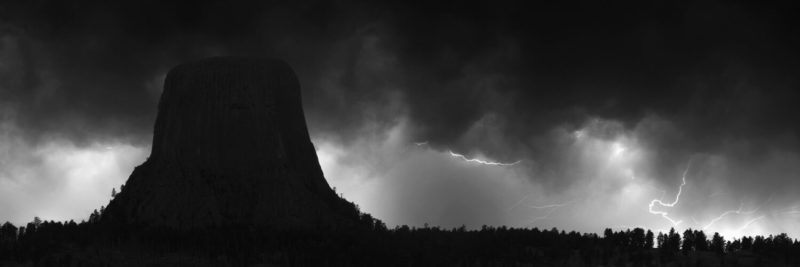 The laccolithic butte devils tower