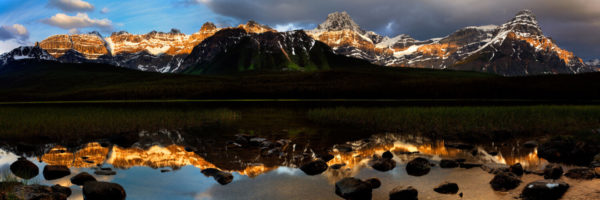 Mountains and lake of the canadian rockies