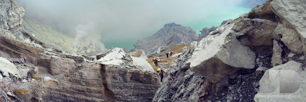 IJEN LAKE AND WORKERS