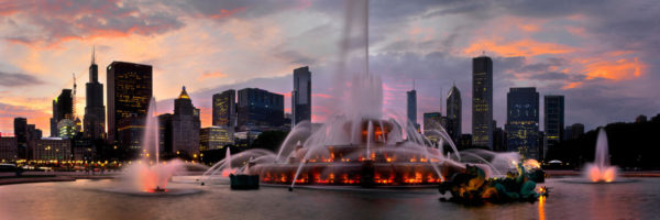 Elizabeth Fountain with the chicago skyline at sunset