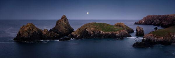 kynance cove cornwall rocky coast under the stars