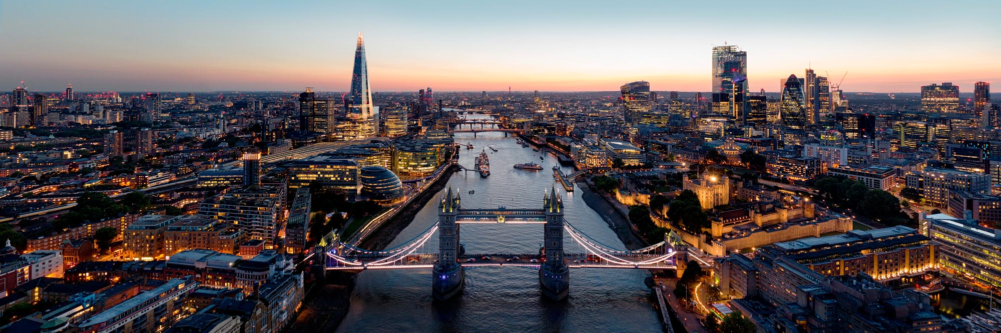 The thames at sunset in London